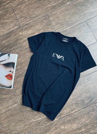 Красивая футболка с логотипом бренда. оригинал