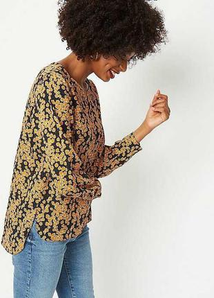 Красивая блуза в цветах спинка на пуговицах 14/48-50 размера
