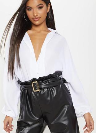 Белая блузка английского бренда prettylittlething