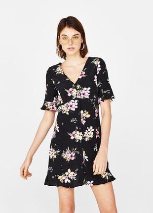 Bershka платье в цветочный принт xs