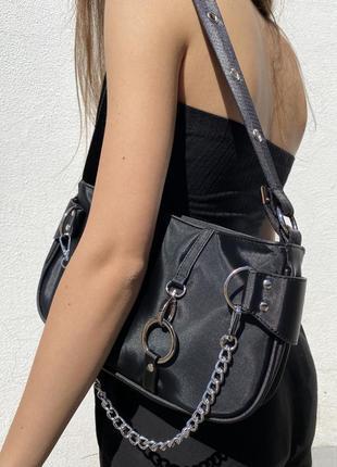 Актуальная сумочка на плечо новая