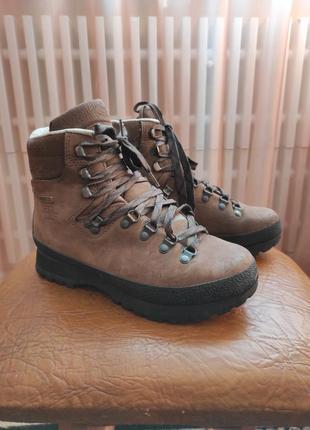 Гірські черевики
