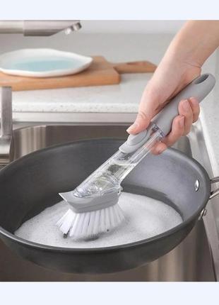Щетка универсальная с дозатором для моющего средства