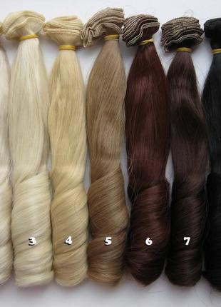 Волосы на заколках волнистые