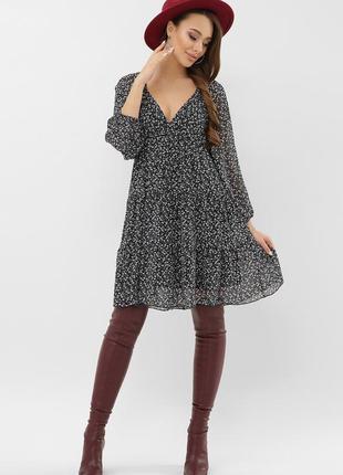 Красивое шифоновое платье с v-образным вырезом