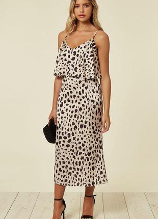 Многослойное атласное платье-комбинация миди с леопардовым принтом urban touch