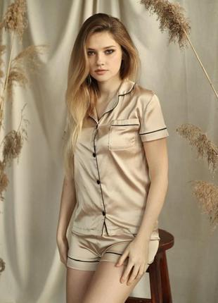 Качественная шелковая/атласная бежевая пижама. пижама шорты и рубашка хс-л