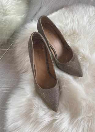 Золотые серебряные блестящие туфли лодочки