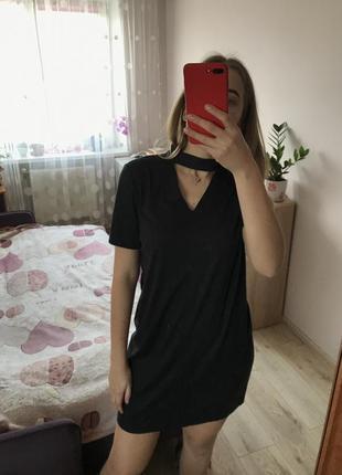 Крутое платье из замши с чокером