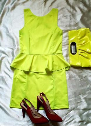 Лимонное платье с баской