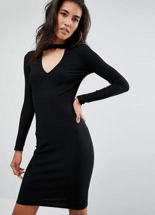 Чёрное/базовое/в рубчик/платье/длинное/по фигуре/миди/с вырезом/с чокером