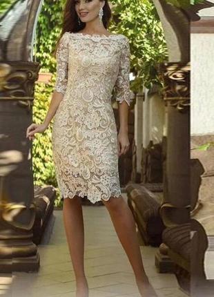 Кружевное платье с корсетом
