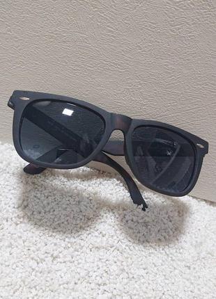 Солнцезащитные очки из англии.