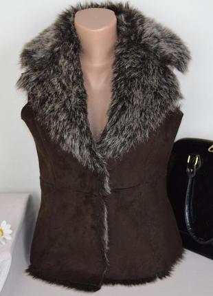 Брендовая коричневая жилетка на меху denim co акрил этикетка