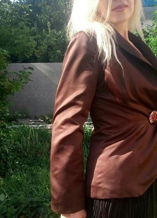 Пиджак атлас , приталенный, цвет шоколад