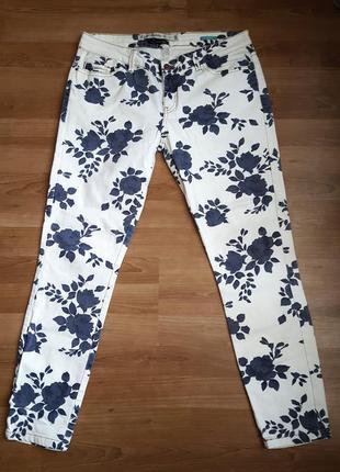 Стильные джинсы в цветах zara