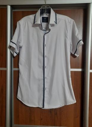 Новенька рубашка для підлітка