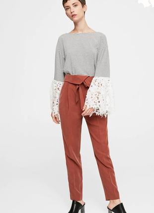 Блуза, джемпер тельняшка mango с широкими кружевными рукавами.