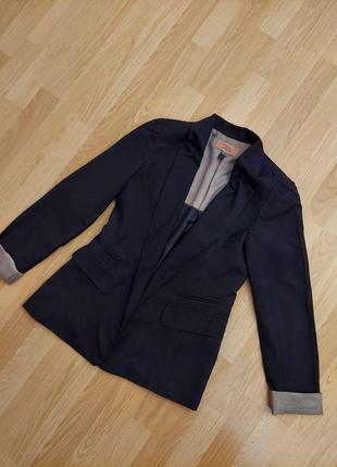 Черный  пиджак bershka