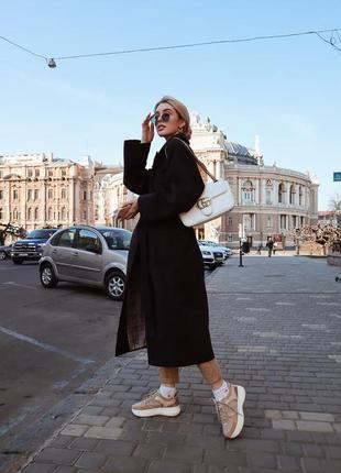 Черное пальто на запах