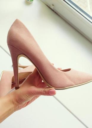 Класические туфли лодочки цвета пудра, беж, нюд.