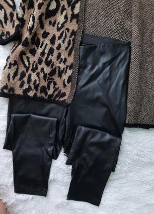 Стильные штаны из экокожа