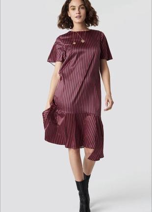 Na-kd сатинова асиметрична сукня в полоску