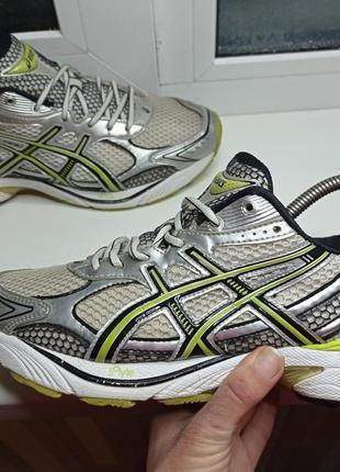 Беговые кроссовки asics. мужская обувь