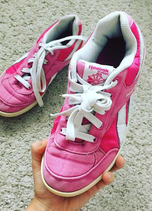 Розовые кроссовки reebok classic