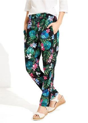 Легкие летние брюки в цветочный принт esmara