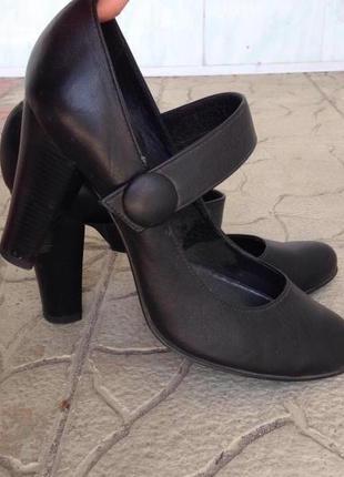 Туфли на каблуке кожаные новые