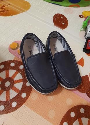 Класні туфлі мокасини