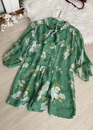 Шелковая рубашка в цветы