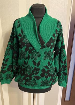 Классный свитер джемпер оверсайз модного зелёного цвета в цветах