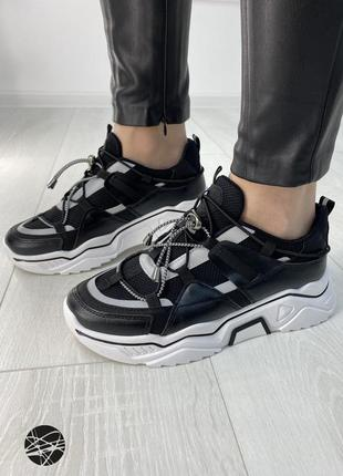 Кроссовки со шнуровкой
