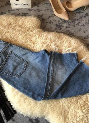 Крутейшие укороченные джинсы мом с необработанным низом и высокой посадкой, р.29...💄🌹❤️