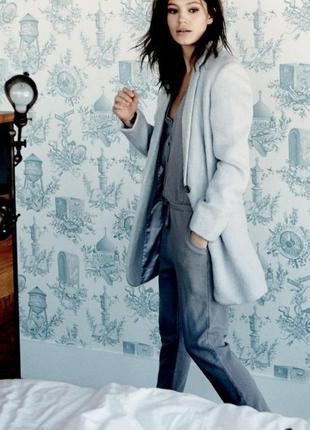 Нежно-голубое шерстяное пальто блейзер
