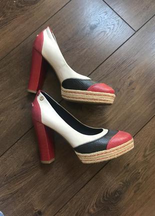 Продам туфли томми хилфигер