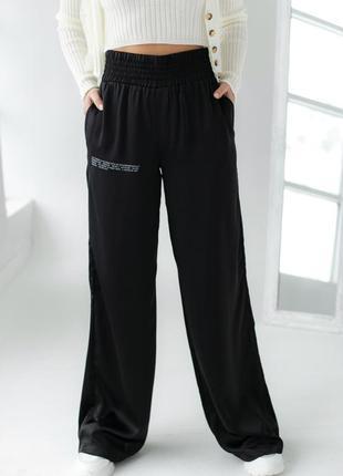 Атласные брюки палаццо с высокой посадкой