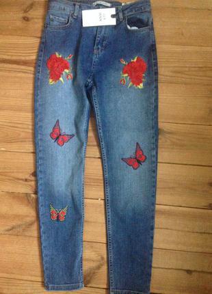 Джинсы с вышивкой, джинсы с высокой талией