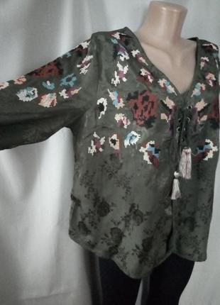 Стильная блуза хаки с яркой вышивкой крестиком  №4bp
