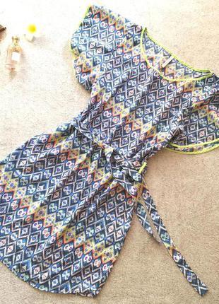 Летнее платье с геометрическим узором