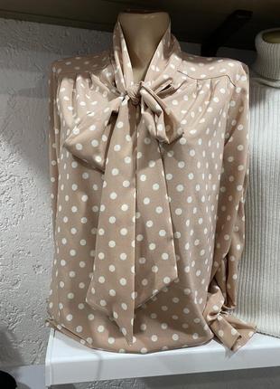 Красивая блуза в горошек