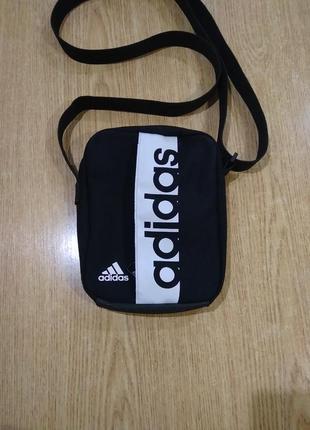 Небольшая сумочка adidas с длинной ручкой сумка