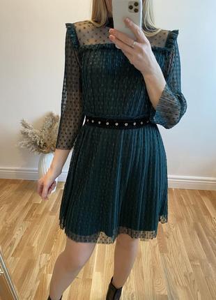 Гипюровое изумрудное платье