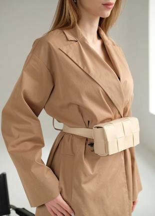 Женская сумка на пояс плетеная в стиле bottega бежевая