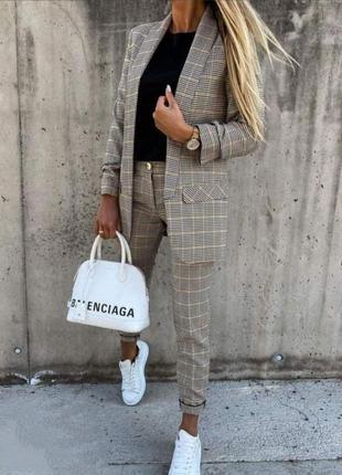 Костюм брючный пиджак+брюки в клетку.шикарного качества2 фото