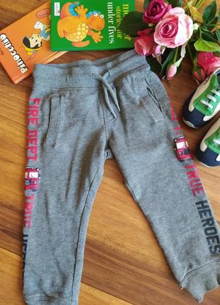Модные прогулочные штаны, брюки c&a  на 1,5-2 года