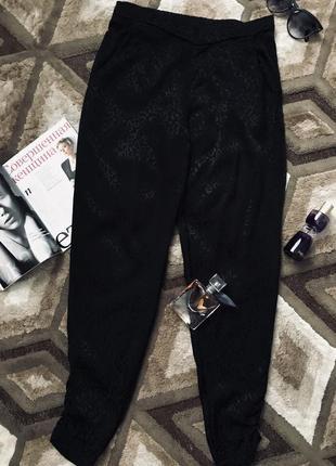 Черные брюки на резинке штаны с принтом с карманами свободные легкие