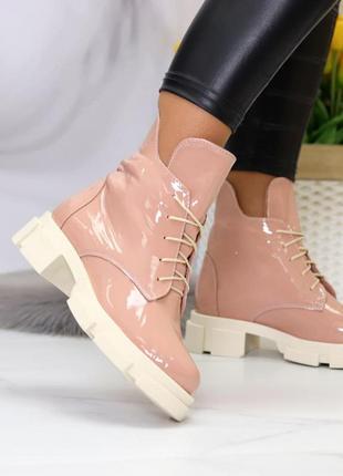 Классные ботинки лаковые демисезонные, цвет капучино